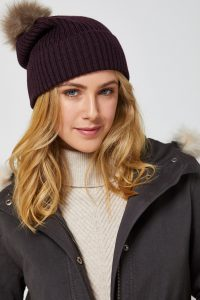 Toorallie Pom pom beanie in wildberry